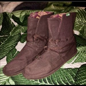 Sanuk booties size 9 almost new