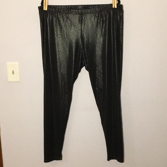 b5af8bf1c13 Jessica Simpson Pants - Jessica Simpson Black Snakeskin Print Leggings