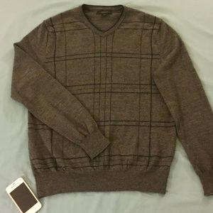Express Dark Gray Plaid Merino V-Neck Sweater (MD)
