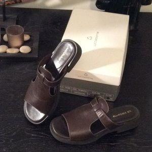 Liz Claiborne sandals brown size 6 m