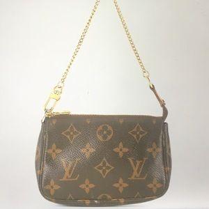 💯 Authentic Louis Vuitton Monogram Chain Pochette