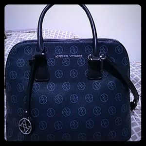 Excellent condition Adrienne Vittadini bag