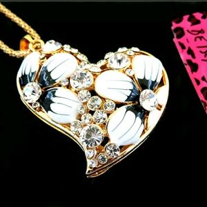 Betsy johnson heart pendant necklace