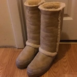UGG cream color tall women size 9