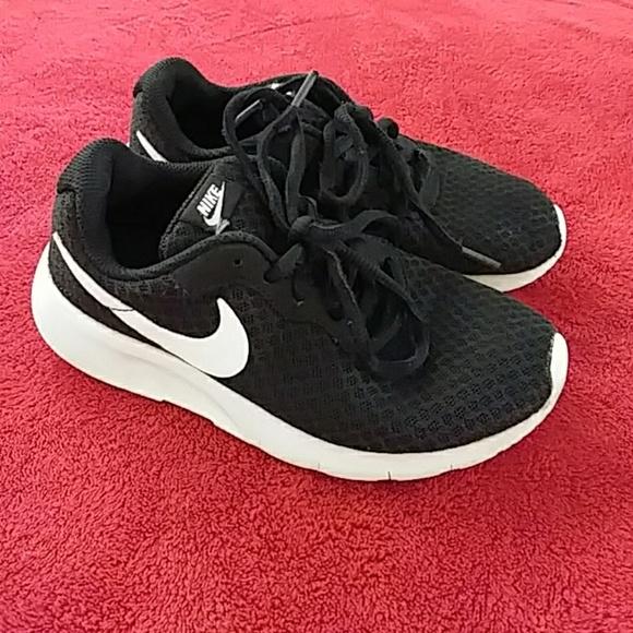 the latest 5d2ef ef701 Nike Tanjun Sneakers Black White Youth size 13.5. M 5a104998522b45737901977e
