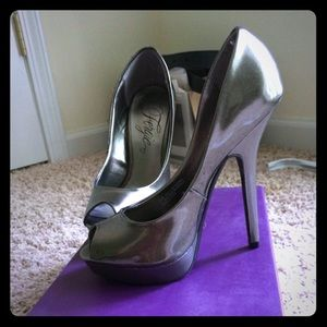 "Fergie ""Holly"" Size 5"