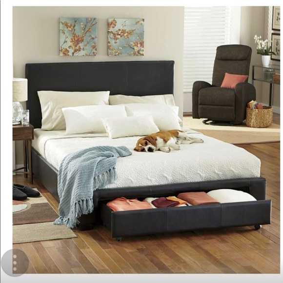 huge discount 3c8aa bdd40 Queen bed and twin trundle bed $200 each