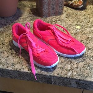 Coral sneakers sz 8
