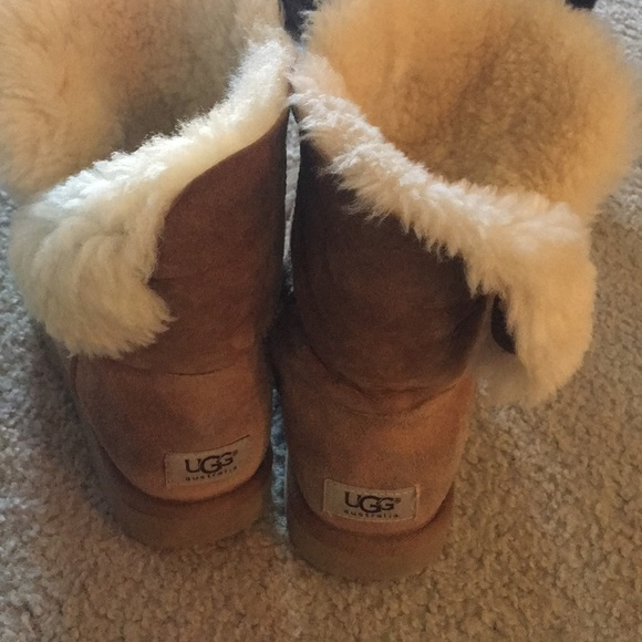 8a1e6c1cd05 Ladies UGG boots. Size tag is missing. Brown