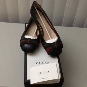 Brand new Gucci leather flats!!