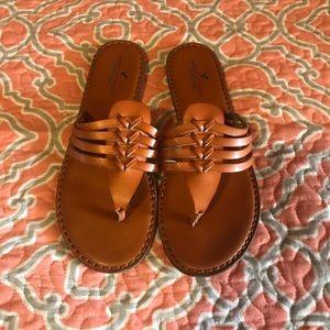 American Eagle slip on sandals