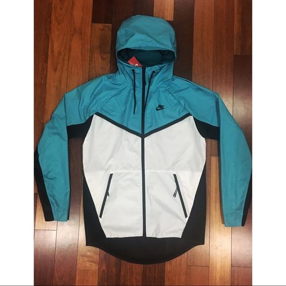 b04b02385079 NWT Nike Tech Hypermesh Windrunner