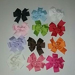 12 Little Girl Bows/Clips