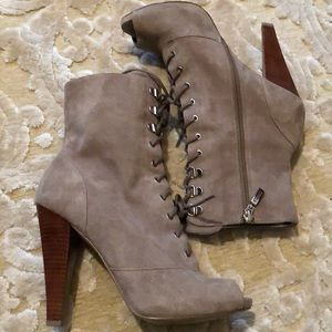 🌷GUESS🌷Tan suede stack heel lace bootie