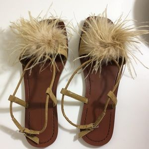 Zara size 9 flat sandals with fur detail