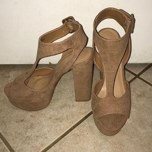 NWOT NEVER WORN BAMBOO tan chunky platform heel