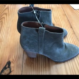 The Billie boot in suede size 9