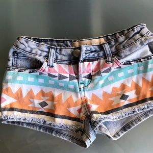 Jean shorts with colorful print