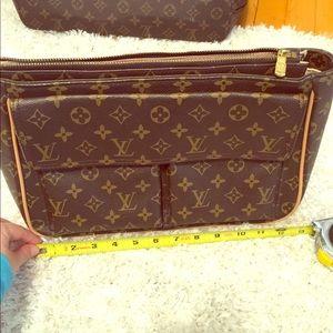 Super cute L V Clutch/purse
