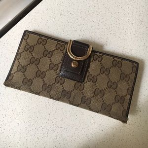 Gucci Wallet, classic print with snap closure.