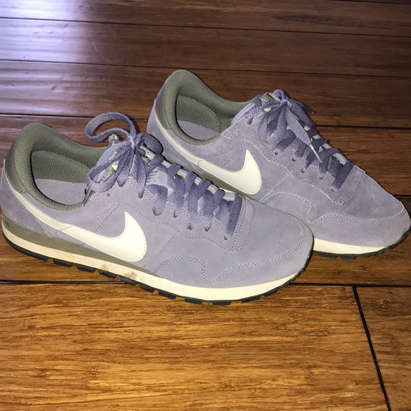 Pocos Testificar graduado  Nike Shoes   Cute Old School Nike Running Shoes   Poshmark
