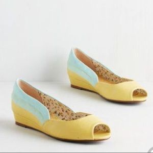 Yellow Bettie Page Wedges; Sz 10