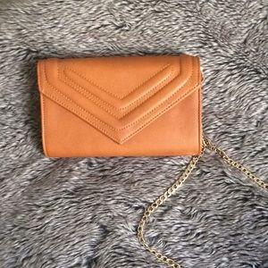 Handbags - HP!! Gold chain cross body purse