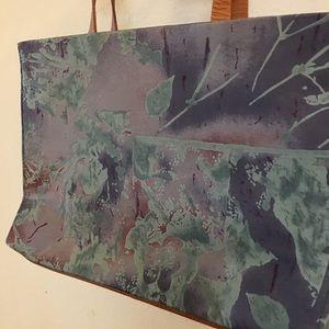 Silk bag Banana Republic. Only used twice!