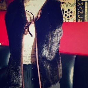 Fur vest with leatherette knot