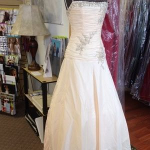 NWT Raylia Designs Wedding Dress Rose Gold