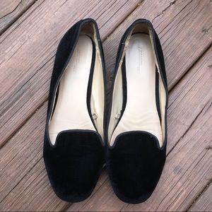 • ZARA Velvet Flat Loafers •