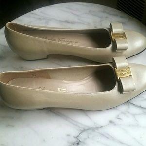 Ferragamo Bow Flats Size 10AA