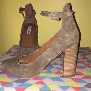 Steve Madden olive green heels 💚