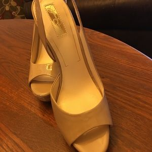 Jessica Simpson nude heels. Great shape &gorgeous