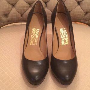 Ferragamo Black Leather pumps size 7