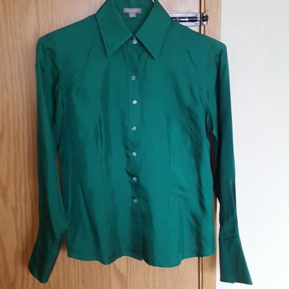 725639ee3984f Ann Taylor Tops - Ann taylor fitted emerald green silk blouse