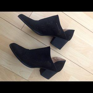 Quipid Booties Size 7