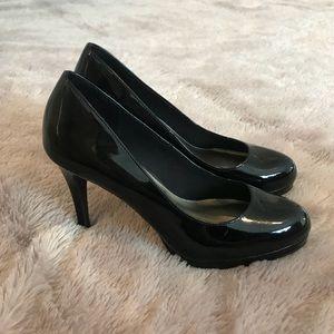 Christian Siriano black patent pumps heels