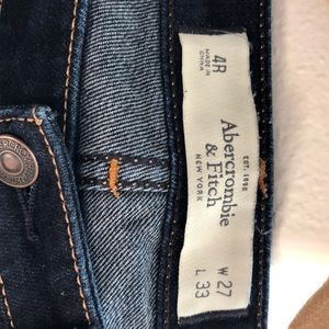 NWOT Abercrombie & Fitch skinny jeans.