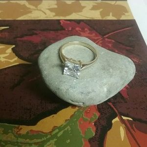 Solid 10kt yellow engagement ring CZ! Beautiful...
