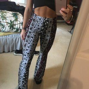 Patterned flows pants