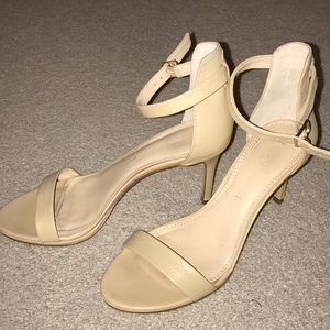 Banana Republic ankle strap nude heel sandals 5.5
