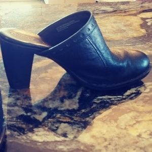 BORN High Heeled Blk Leather Clog