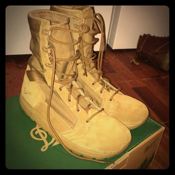 8d8aaf3be4a326 New In Box Size 9.5 Danner Combat Work Boots