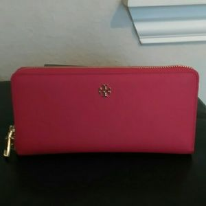 NWT Tory Burch passport wallet pink carnation red