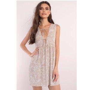 NWT TOBI- KRISTINA MAUVE MULTI PAISLEY SHIFT DRESS
