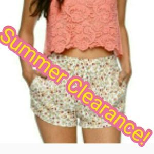 Flowy Floral Shorts | Pockets! | Size M