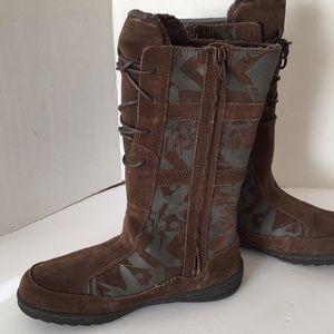 ae6d39069b439c Teva Shoes - Teva Cara Kiru Fur lined brown print boot NIB