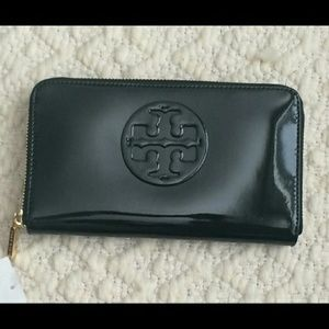 NWT TORY BURCH stacked t patent wallet black