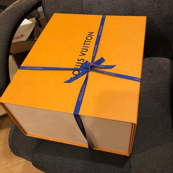 35215abeb2d4 Brand new Louis Vuitton gift box